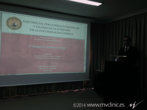 Francisco Minaya al inicio de la defensa de la tesis doctoral