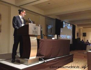 El prof. Fran Minaya durante su ponencia de la técnica EPI® en la epicondilalgia lateral